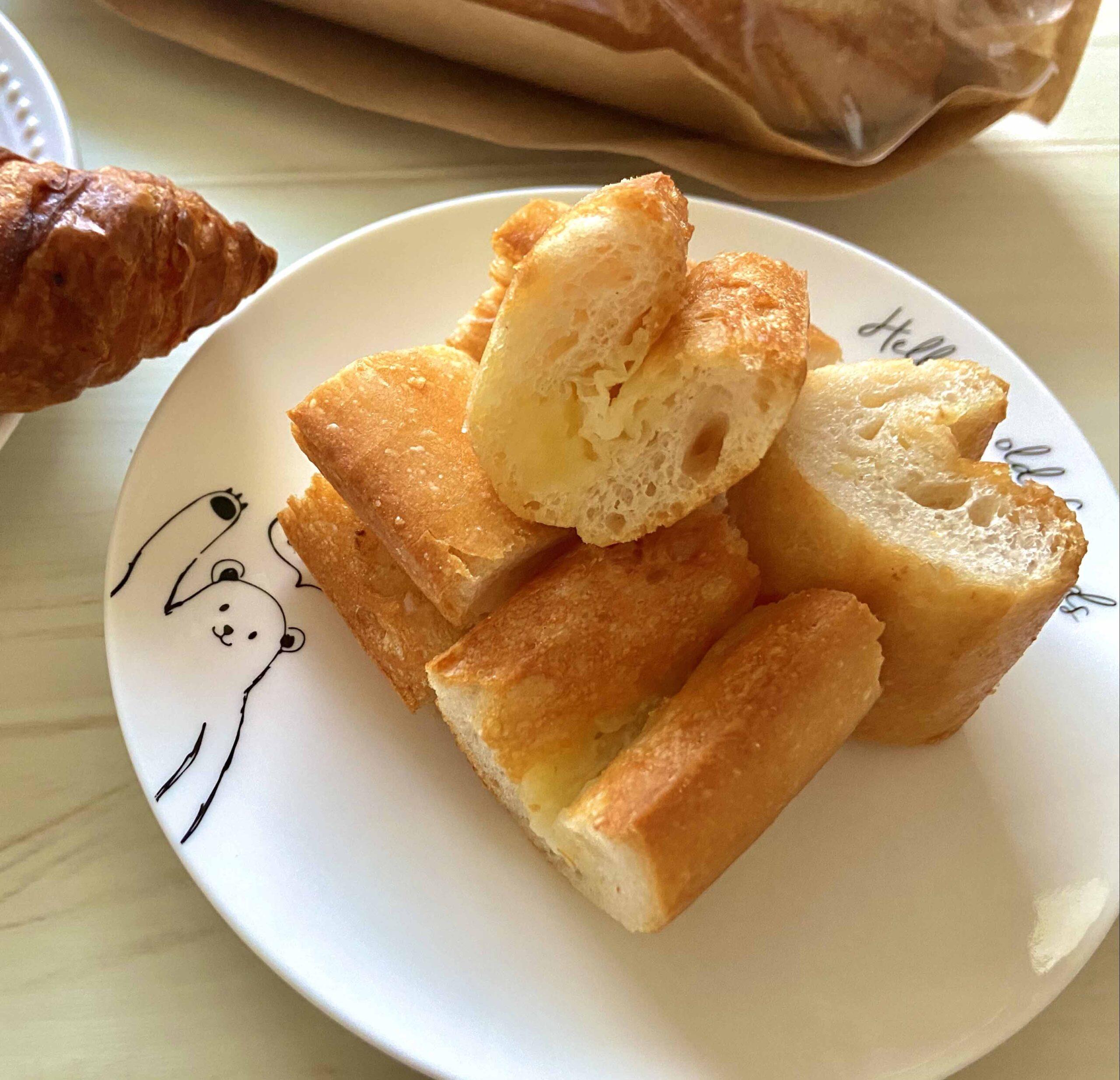 バターたっぷりのフランスパン最高 AUX BACCHANALES